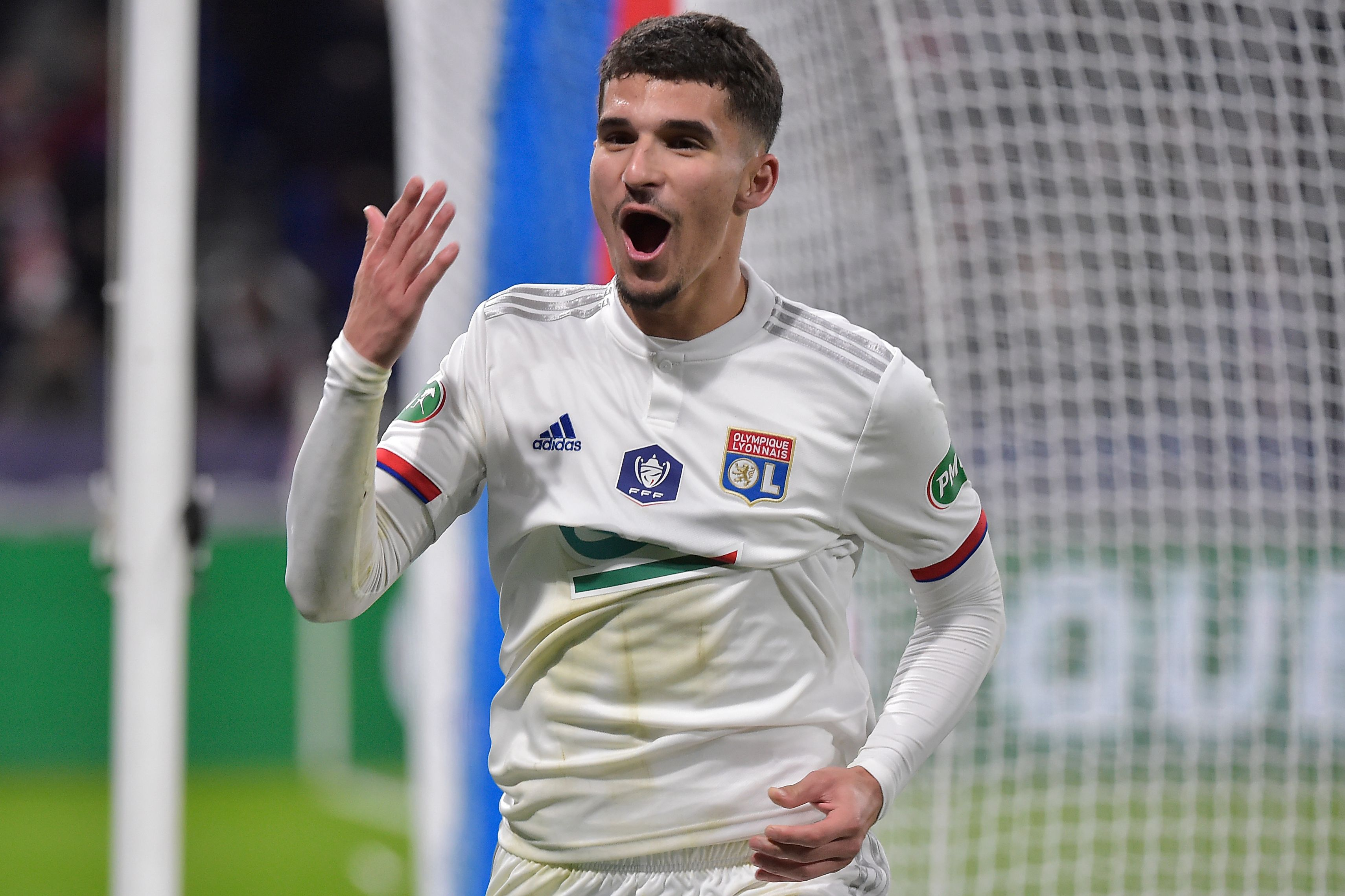 Liverpool persegue Houssem Aouar
